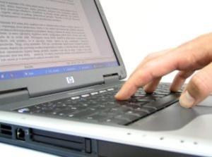 pracy-na-laptopie_2335295